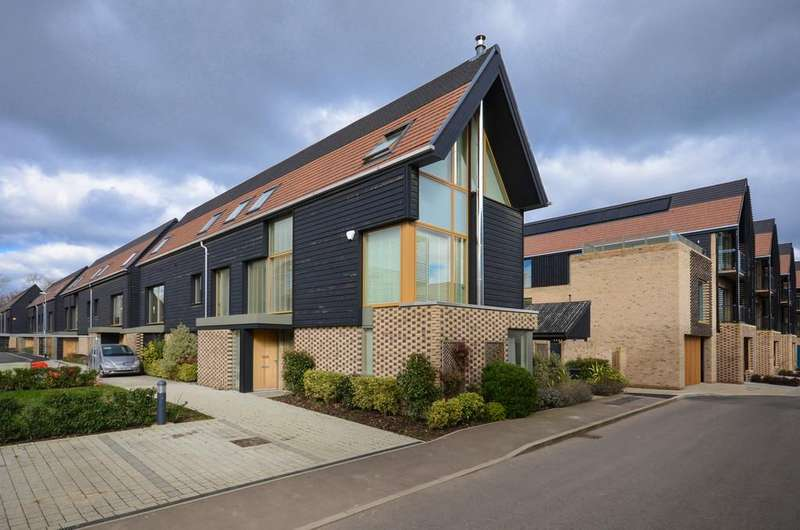 4 Bedrooms Semi Detached House for sale in Royal Way, Trumpington