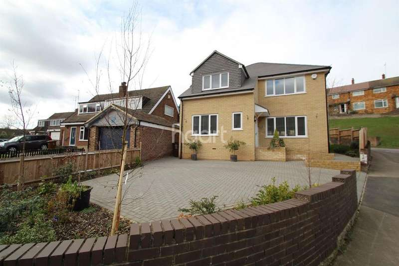 4 Bedrooms Detached House for sale in Rushdean Road, Strood