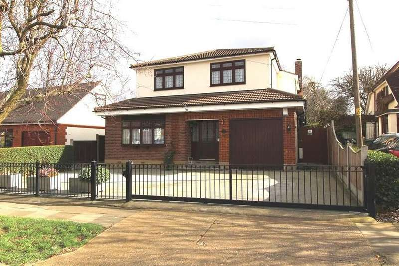 3 Bedrooms Chalet House for sale in Cranham Gardens, Cranham, Essex, RM14 1JT