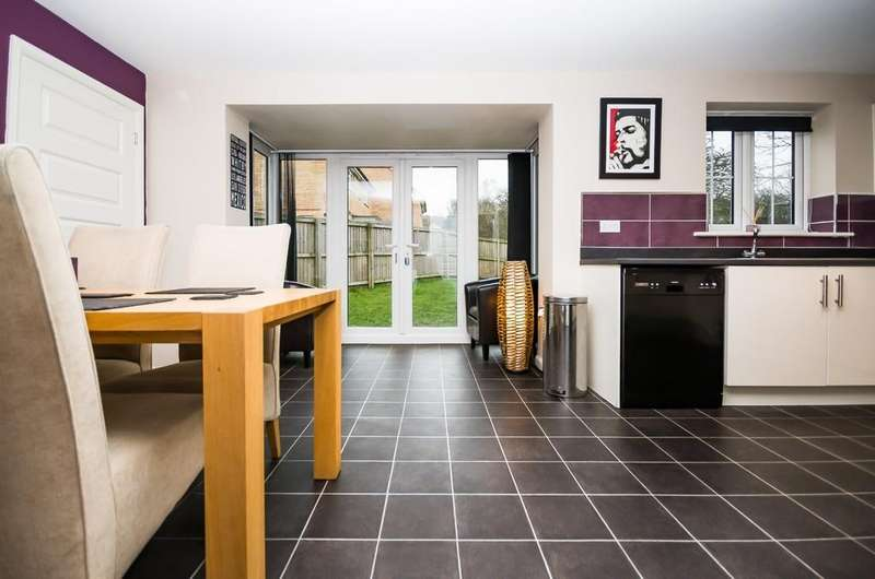 4 Bedrooms Detached House for sale in Healdfield Court, Castleford