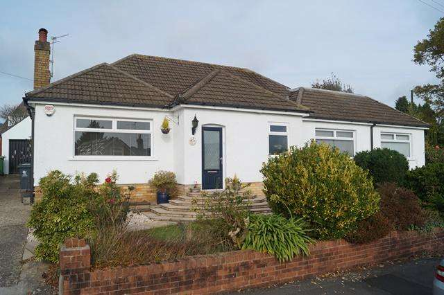 4 Bedrooms Detached Bungalow for sale in Lon Cae Porth, Rhiwbina, Rhiwbina, Cardiff CF14