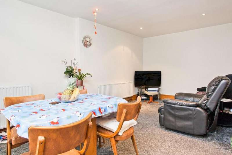 2 Bedrooms Flat for sale in Carlton Terrace, Portslade, Brighton