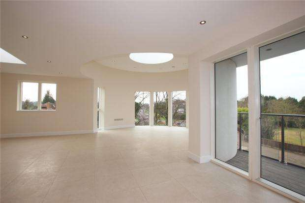 3 Bedrooms Apartment Flat for sale in Queen Edith's Way, Cambridge