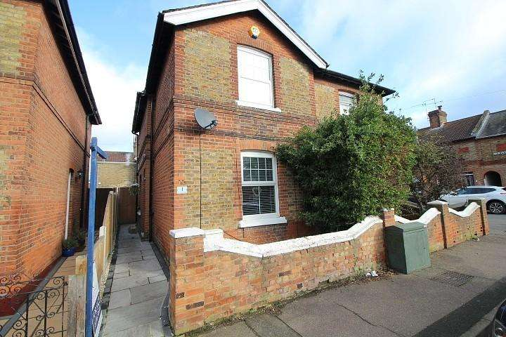 3 Bedrooms Semi Detached House for sale in Orchard Road, Colchester, Essex, CO1