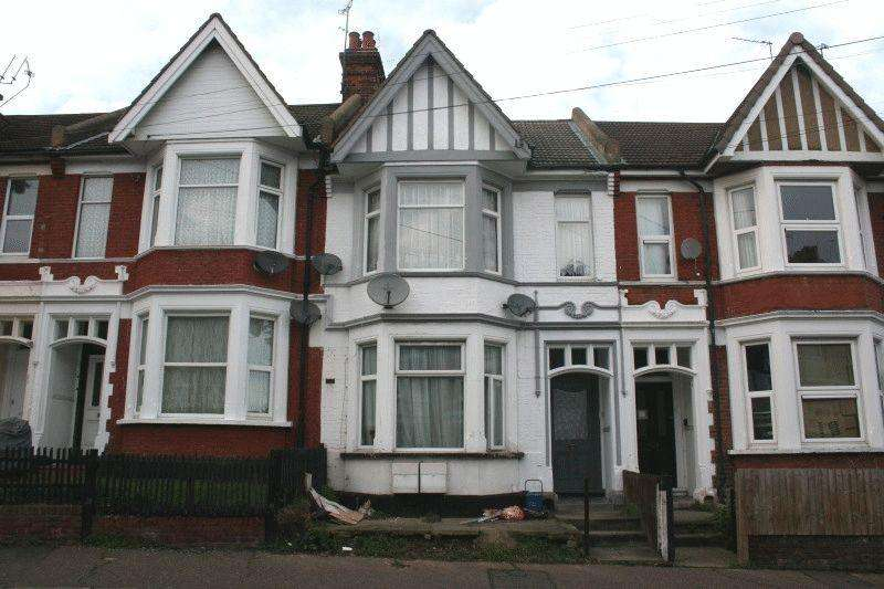 2 Bedrooms Ground Flat for sale in Heygate Avenue, Southend-on-Sea