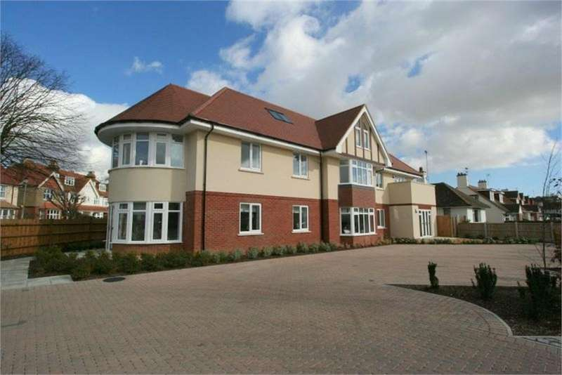 2 Bedrooms Flat for sale in Queens Road, FRINTON-ON-SEA, Essex