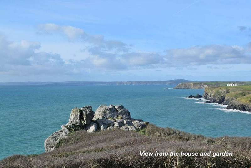 5 Bedrooms Detached House for sale in Mullion Cove, Nr. Helston, Cornwall, TR12