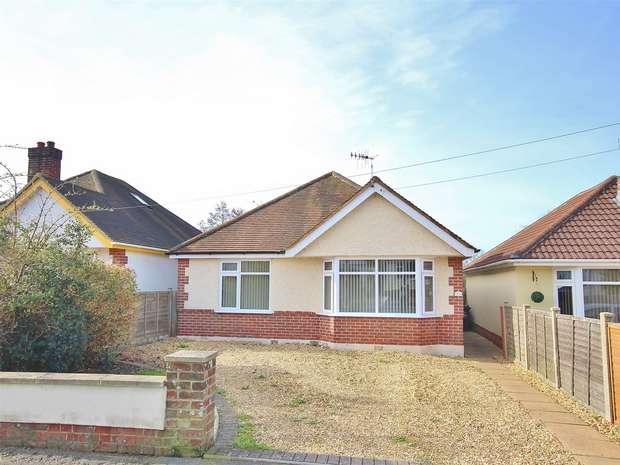 3 Bedrooms Detached Bungalow for sale in Mellstock Road, Oakdale, Oakdale, Poole, Dorset