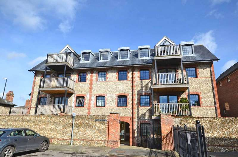 2 Bedrooms Flat for sale in Wharf House, Canal Wharf, Chichester, PO19