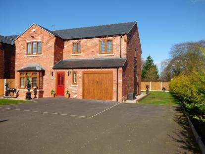 4 Bedrooms Detached House for sale in Hunters Close, Great Haywood, Stafford, Staffordshire