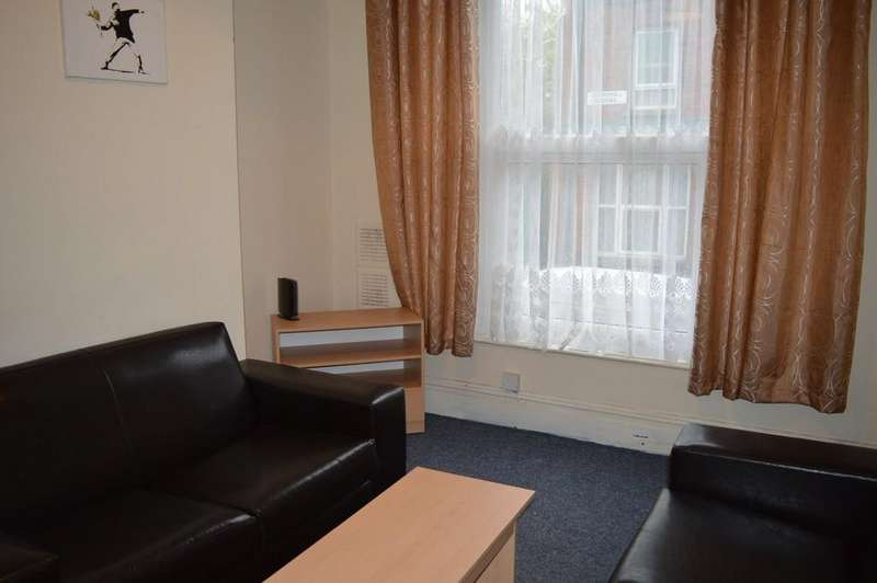 4 Bedrooms Terraced House for rent in Churchill Gardens