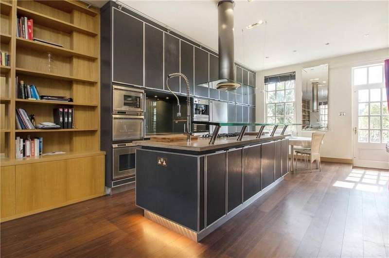 2 Bedrooms Terraced House for sale in Peninsula Square, Winchester, Hampshire, SO23