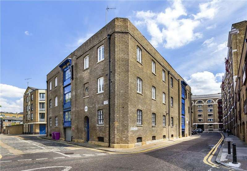 2 Bedrooms Flat for sale in Gullivers Wharf, 105 Wapping Lane, Wapping, London, E1W