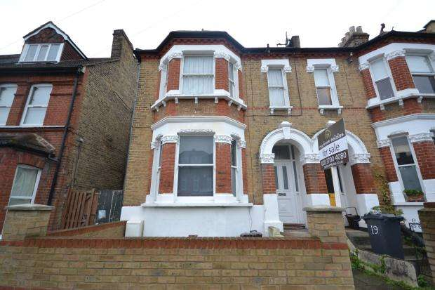 2 Bedrooms Flat for sale in Hitherfield Road, London, SW16