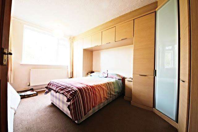 2 Bedrooms Flat for sale in Traemore Court, Knollys Road, Streatham, London SW16