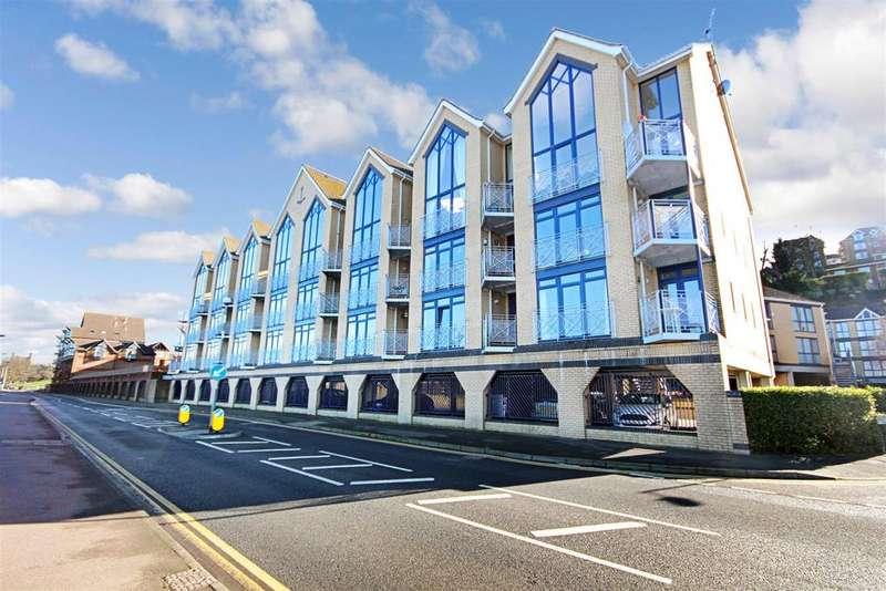 2 Bedrooms Apartment Flat for sale in Valetta Way, Esplanade, Rochester, ME1
