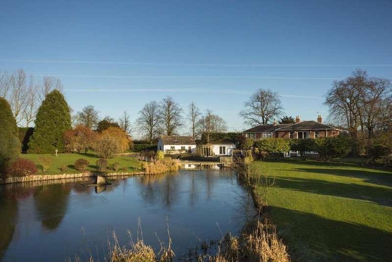 3 Bedrooms Detached House for sale in Main Street, Aughton, York