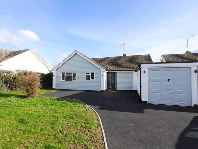 3 Bedrooms Detached Bungalow for sale in 5 Raven Way, Hadleigh, Ipswich, Suffolk, IP7 5AX