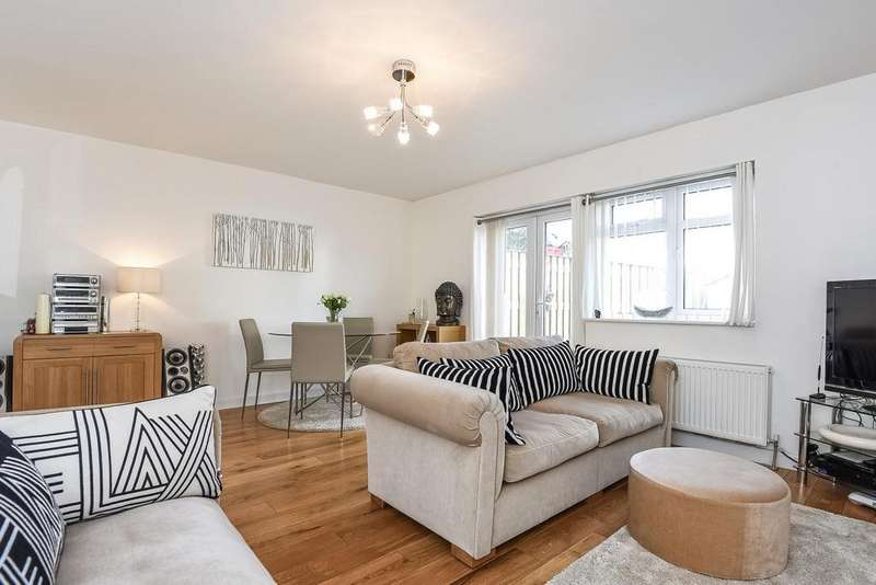 3 Bedrooms Semi Detached House for sale in Glennie Road, West Norwood, SE27