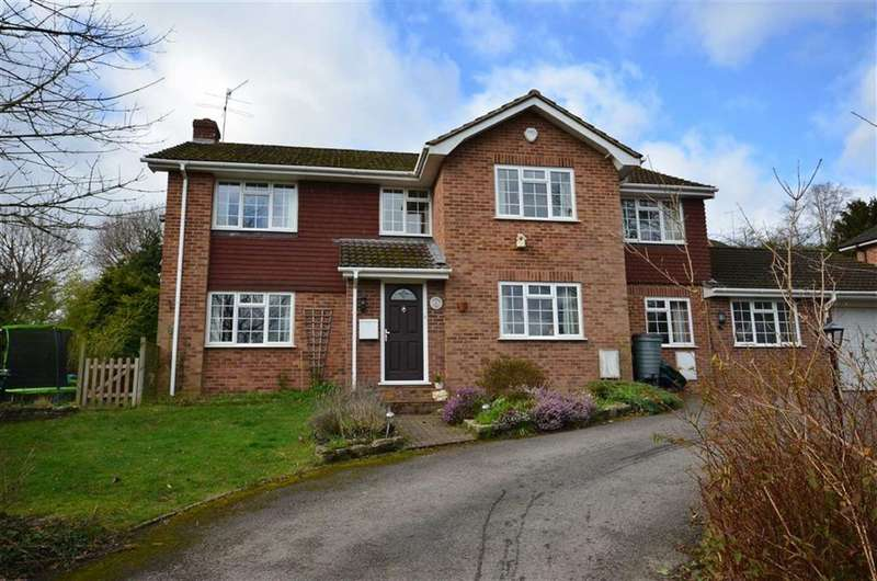 4 Bedrooms Property for sale in Ernest Close, Lower Bourne, Farnham