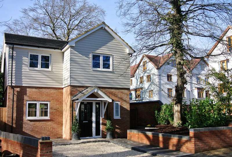 4 Bedrooms Detached House for sale in Addlestone KT15