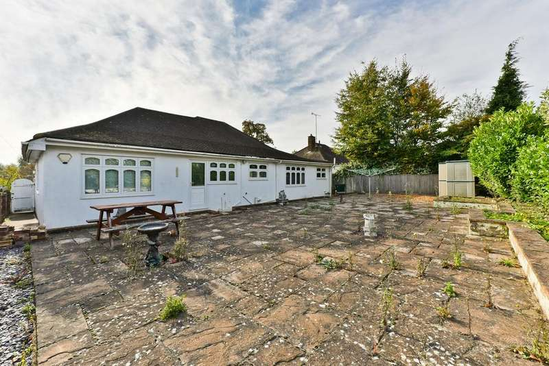 2 Bedrooms Detached Bungalow for sale in Hurst Road, Bexley DA5