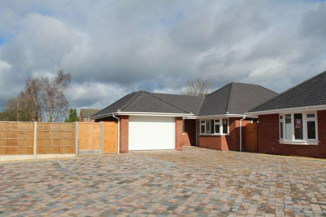 3 Bedrooms Detached Bungalow for sale in Plot 8, The Oaklands Springfields, Newport, Shropshire, TF10 7HA