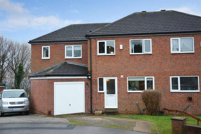 4 Bedrooms Semi Detached House for sale in Woodhall Avenue, Kirkstall