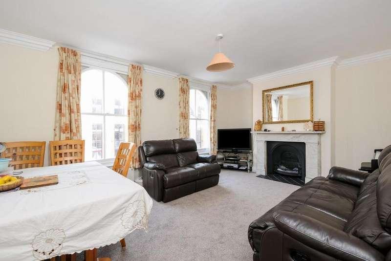 3 Bedrooms Maisonette Flat for sale in Harwood Road, Fulham, SW6