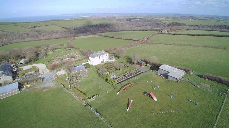 3 Bedrooms Detached House for sale in Dizzard, Bude