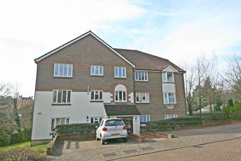2 Bedrooms Apartment Flat for sale in Redhill, Surrey