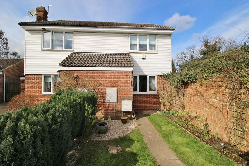 2 Bedrooms Semi Detached House for sale in Rayfield Close, Dunmow, Essex, CM6