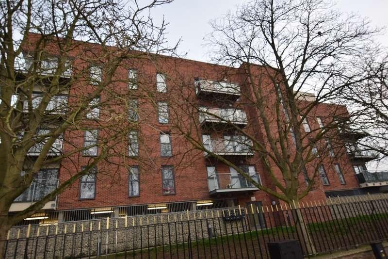 1 Bedroom Apartment Flat for sale in Dean Path, Dagenham, Essex, RM8