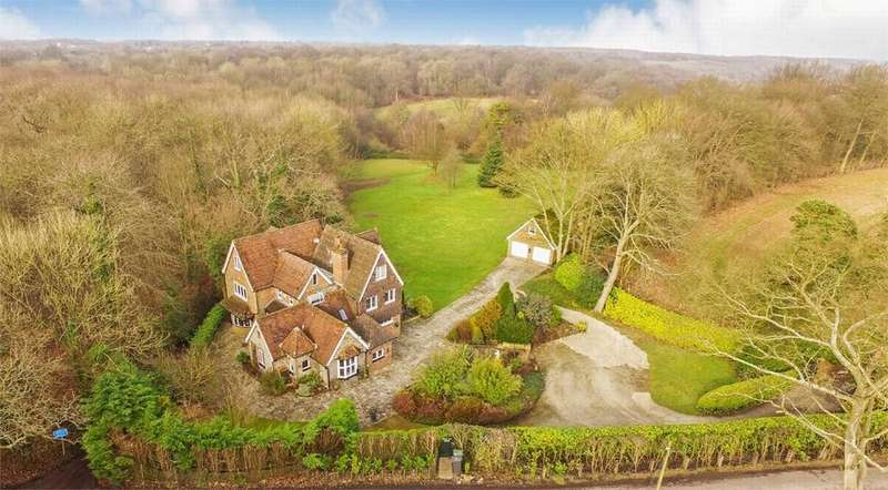 6 Bedrooms Detached House for sale in Harvel, Meopham, Kent