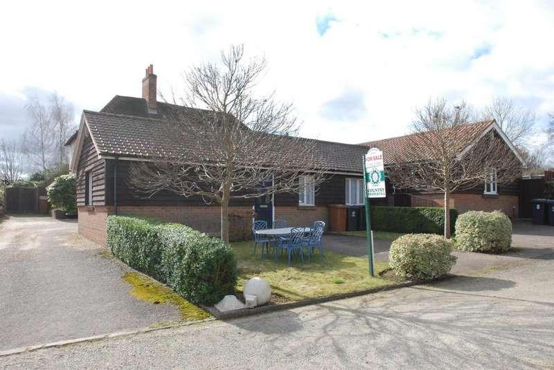 2 Bedrooms Semi Detached Bungalow for sale in Baldock Road, Buntingford, Herts