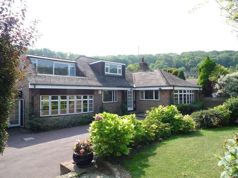 4 Bedrooms Detached Bungalow for sale in Warren Close, Eastbourne, BN20