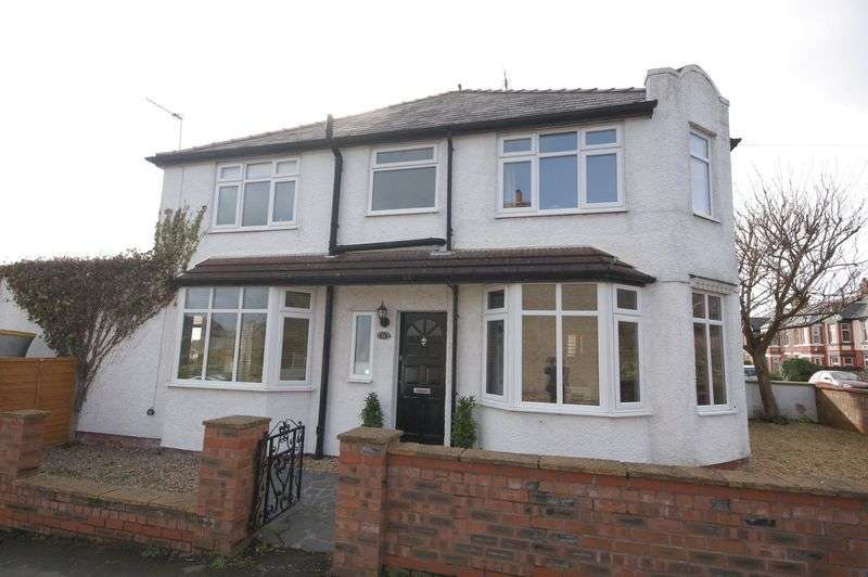 3 Bedrooms Semi Detached House for sale in Tower Road South, Heswall