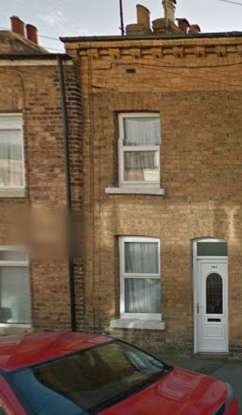 3 Bedrooms Terraced House for sale in Nelson Street, Scarborough, North Yorkshire, YO12 7TA