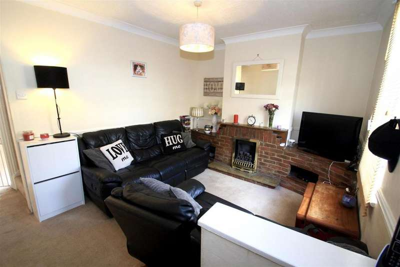 3 Bedrooms Terraced House for sale in Grange Road, Rochester