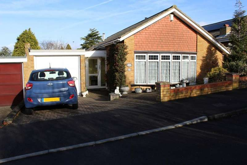 3 Bedrooms Detached Bungalow for sale in The Warren, Gravesend, Kent DA12