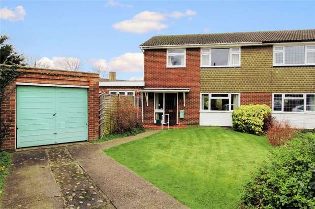 3 Bedrooms Semi Detached House for sale in Knaphill, Surrey