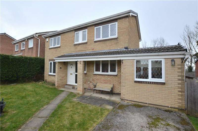 4 Bedrooms Detached House for sale in Glastonbury Avenue, Wakefield, West Yorkshire