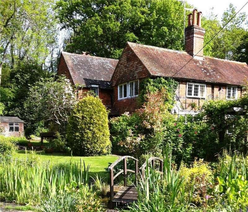 4 Bedrooms Detached House for sale in Hurlands Lane, Dunsfold, Godalming, Surrey, GU8