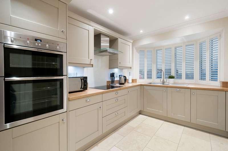 2 Bedrooms Terraced House for sale in Badgers Close, Aldington, Ashford, TN25