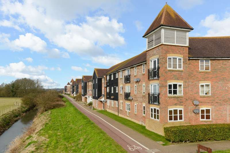 2 Bedrooms Flat for sale in East Stour Way, Ashford, TN24