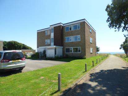 2 Bedrooms Flat for sale in 27 Beacon Drive, Christchurch, Dorset