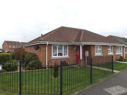 2 Bedrooms Bungalow for sale in Simpson Close, Chapel St. Leonards, Skegness
