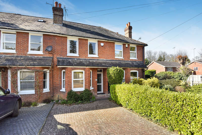 2 Bedrooms Terraced House for sale in Sevenoaks, Kent.