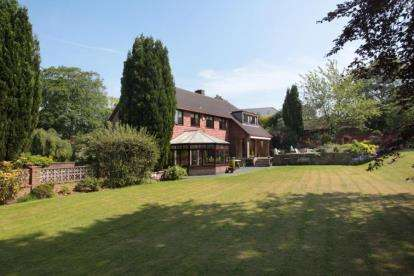 5 Bedrooms House for sale in Red Lane, Disley, Cheshire