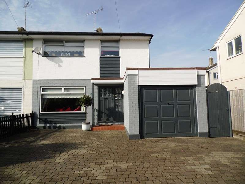 3 Bedrooms Semi Detached House for sale in Bull Lane, Rayleigh